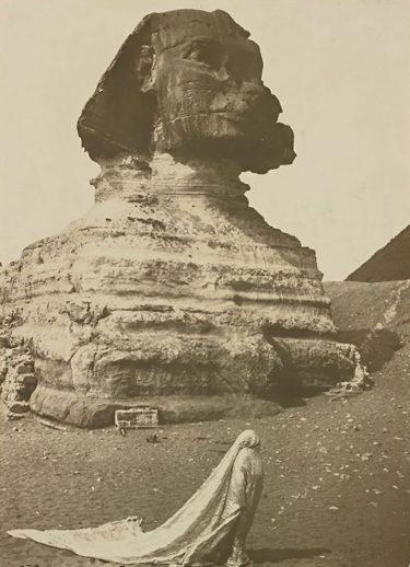 Loïe Fuller dancing in front of the Sphinx