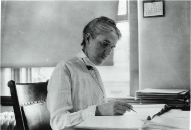 Henrietta Swan Leavitt (1868-1921), was an American astronomer who changed the way of observing the universe thanks to her discovery of the luminosity of stars.